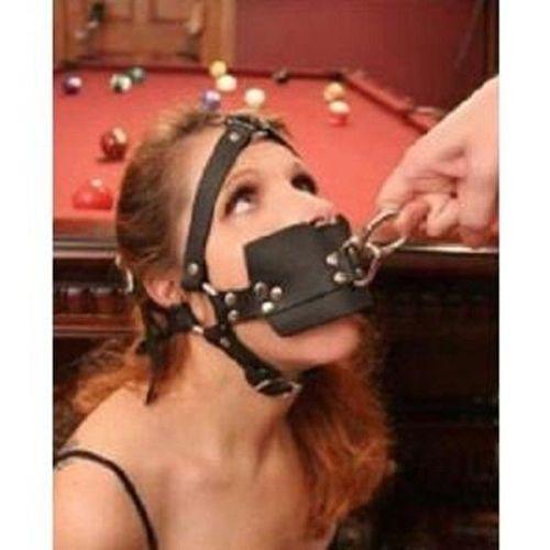 Черный кожаный кляп в рот с кольцом для БДСМ