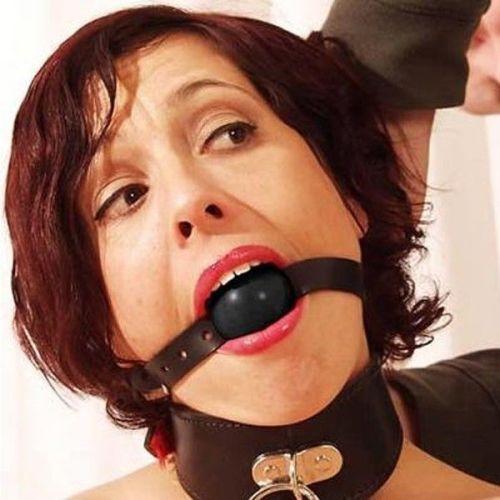 Кляп для рта кожаный черный с резиновым серым шаром