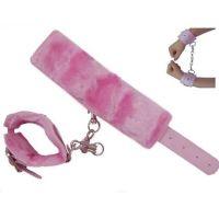 Кожаные наручники с мехом розовые