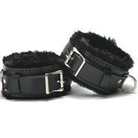 Черные кожаные наручники с мехом для БДСМ-игр