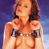 Кожаные наручники черные для БДСМ