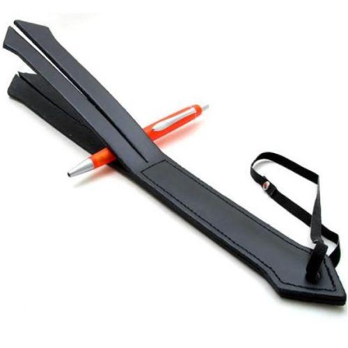 Черная кожаная шлепалка в форме стрелы для БДСМ-игр