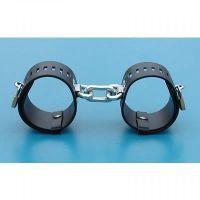 Кожаные наручники черного цвета с металлическими замками