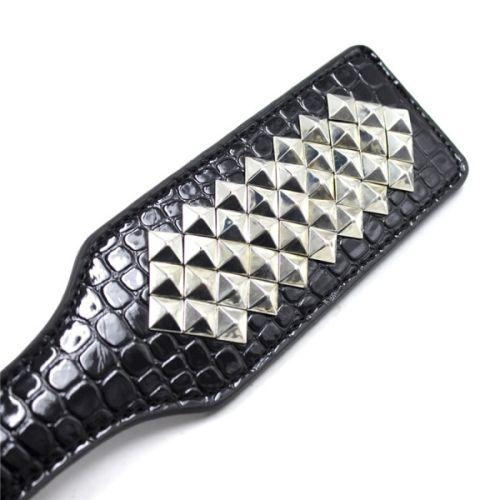 Прямоугольная шлепалка с заклепками черная для БДСМ