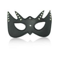 Черная кожаная маска с прорезями для глаз