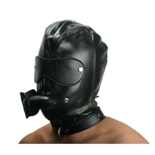 Кожаная черная маска с отверстиями для рта и глаз