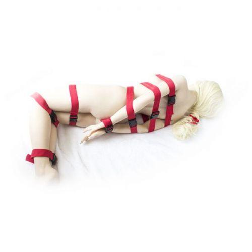 БДСМ-бондаж из красных ремней для всего тела