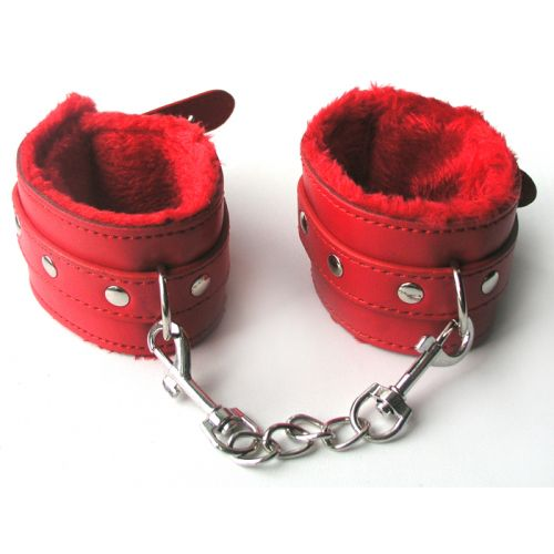 Наручники из искусственной кожи с меховой подкладкой красного цвета