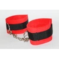 Оковы текстильные красно-черные универсального размера Notabu