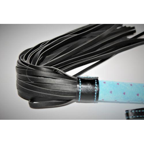 Плетка из экокожи с голубой ручкой с петлей для запястья 30 хвостов Notabu L рабочая 30 см