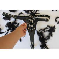 Трусики для ношения страпона цвет чёрный PVC